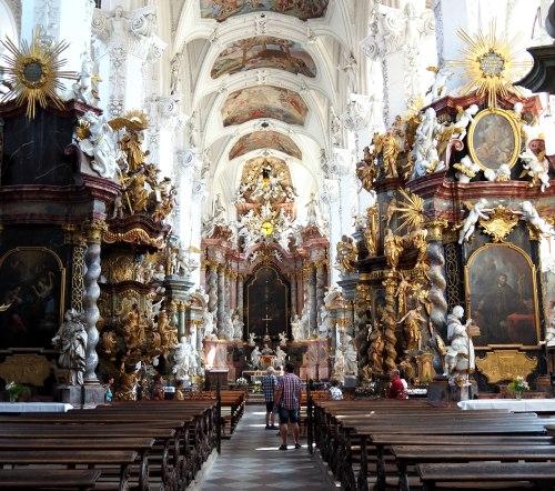 Stiftskirche St. Marien Himmelfahrt, Blick zum Hochaltar