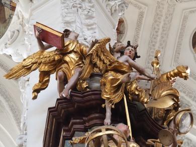 Tauf-Altar: Erzengel mit Buch