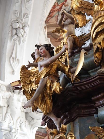 Tauf-Altar: Erzengel mit Trompete