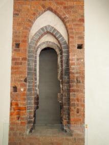 Gotisches Fenster im Refektorium mit polychromer Farbfassung