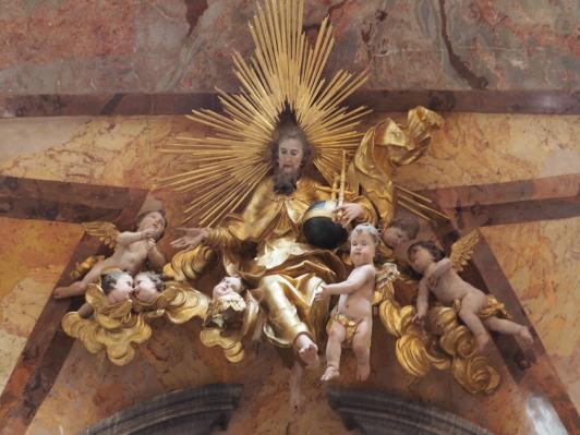Kreuzkirche, Hochaltar: Gott