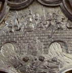 Stiftskirche, Nepomuk-Altar: Relief Ertänkung