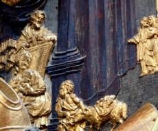 Stiftskirche, Tauf-Altar: Relief Johannes besucht Jesus