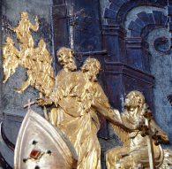 Stiftskirche, Tauf-Altar: Relief Johannes im Kerker