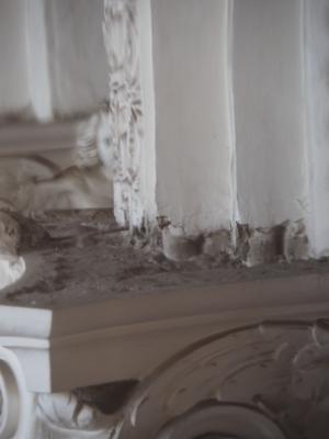 Barock überbaute Gewölberippen über den Kapitellen