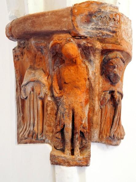 Kreuzgang, Nordflügel: Konsole mit Christus umgeben von Mönchen